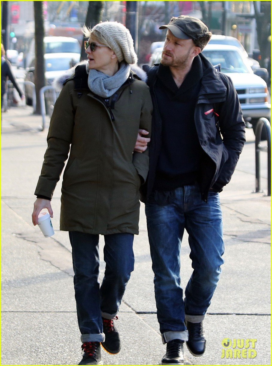 robin wright new fiance ben foster step out for daytime stroll 053037011