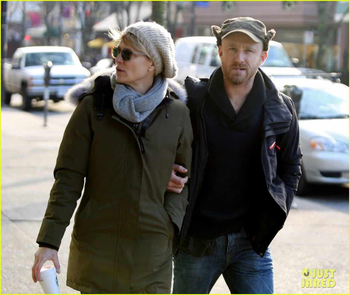 robin wright new fiance ben foster step out for daytime stroll 093037015