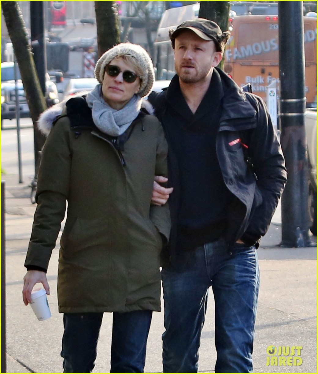 robin wright new fiance ben foster step out for daytime stroll 103037016