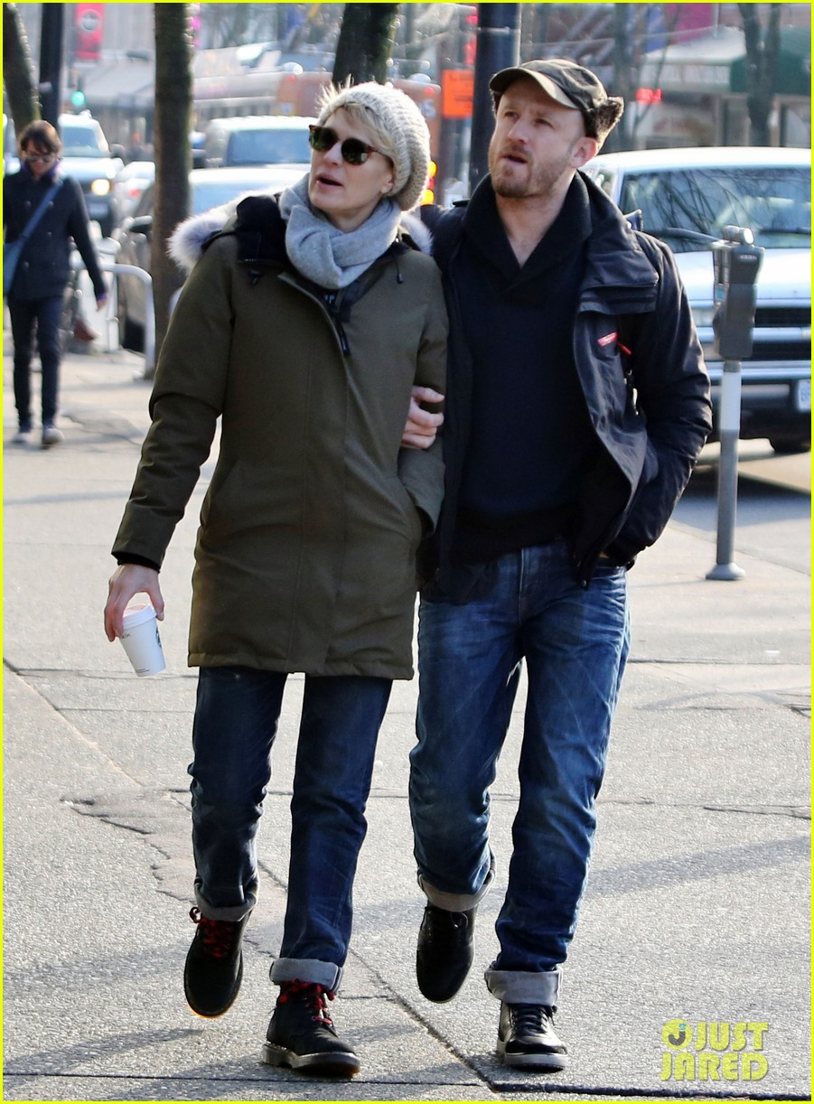 robin wright new fiance ben foster step out for daytime stroll 133037019