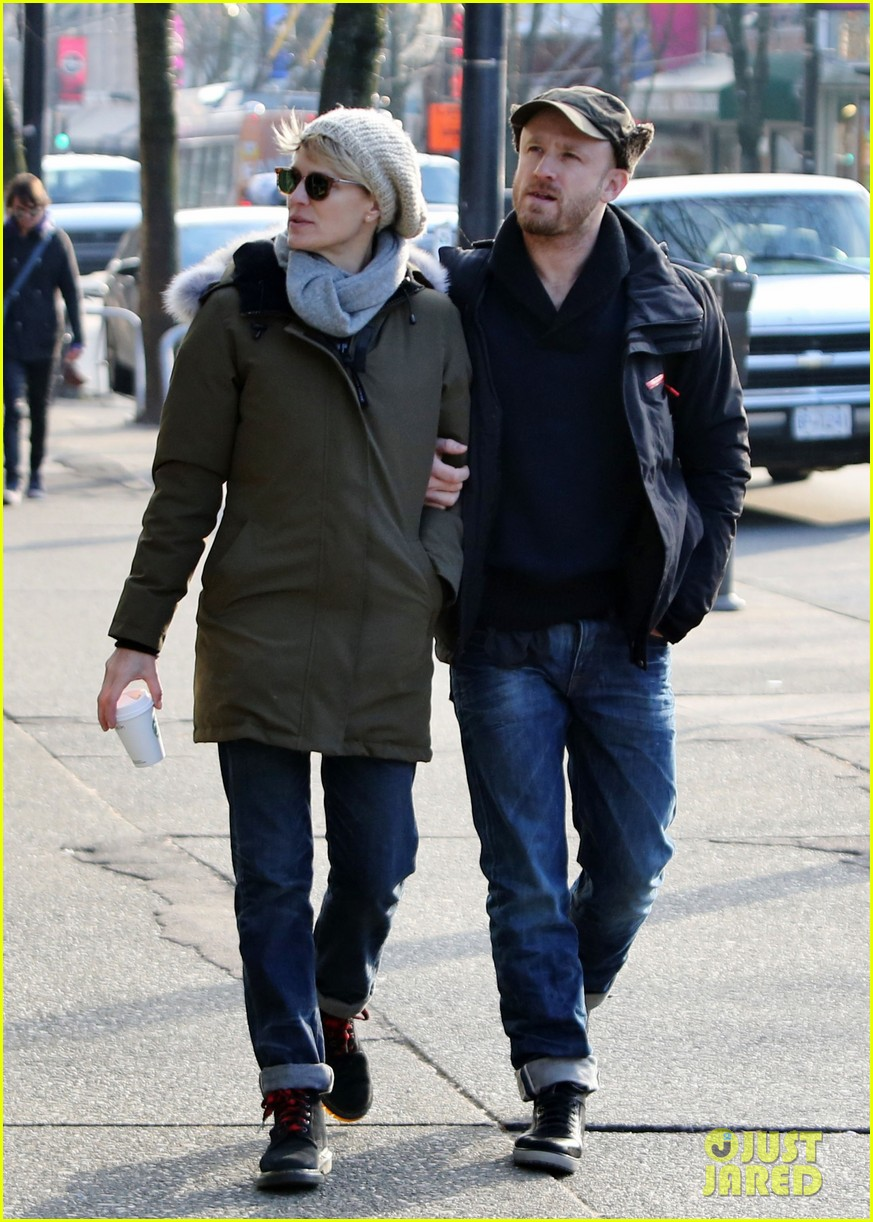 robin wright new fiance ben foster step out for daytime stroll 143037020