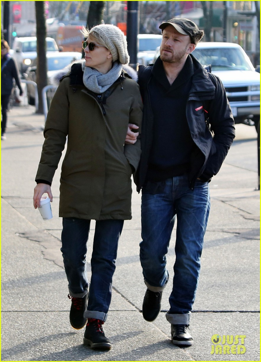 robin wright new fiance ben foster step out for daytime stroll 153037021