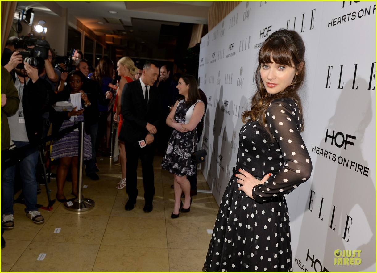 zooey deschanel mindy kaling elles women in tv celebration 2014 063038210