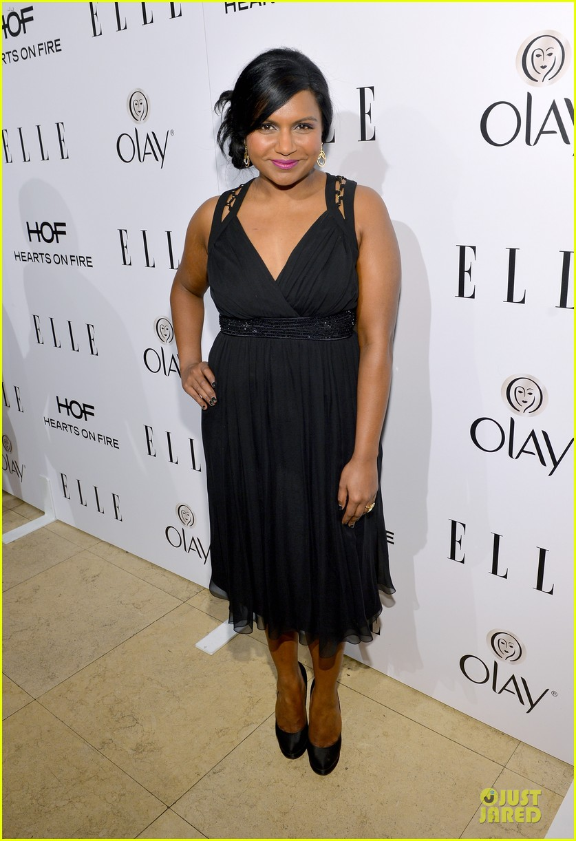 zooey deschanel mindy kaling elles women in tv celebration 2014 153038219
