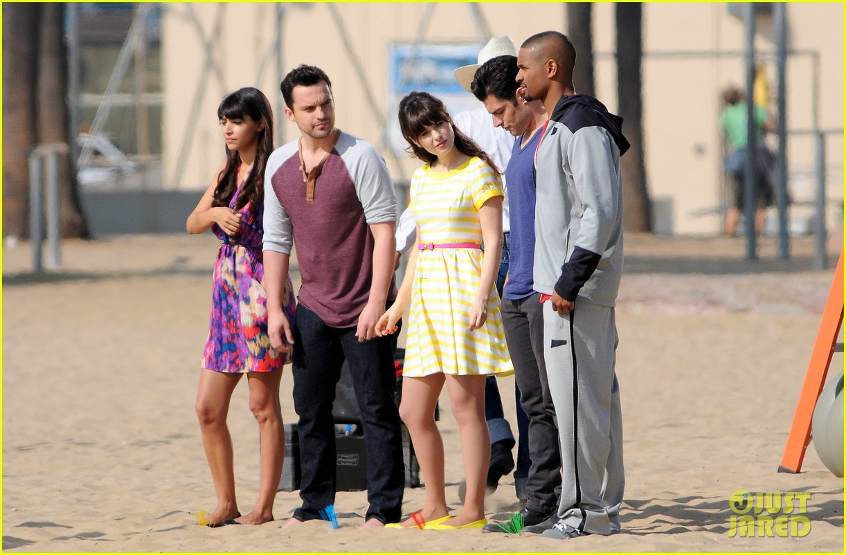 zooey deschanel new girl beach scenes with the cast 053039346