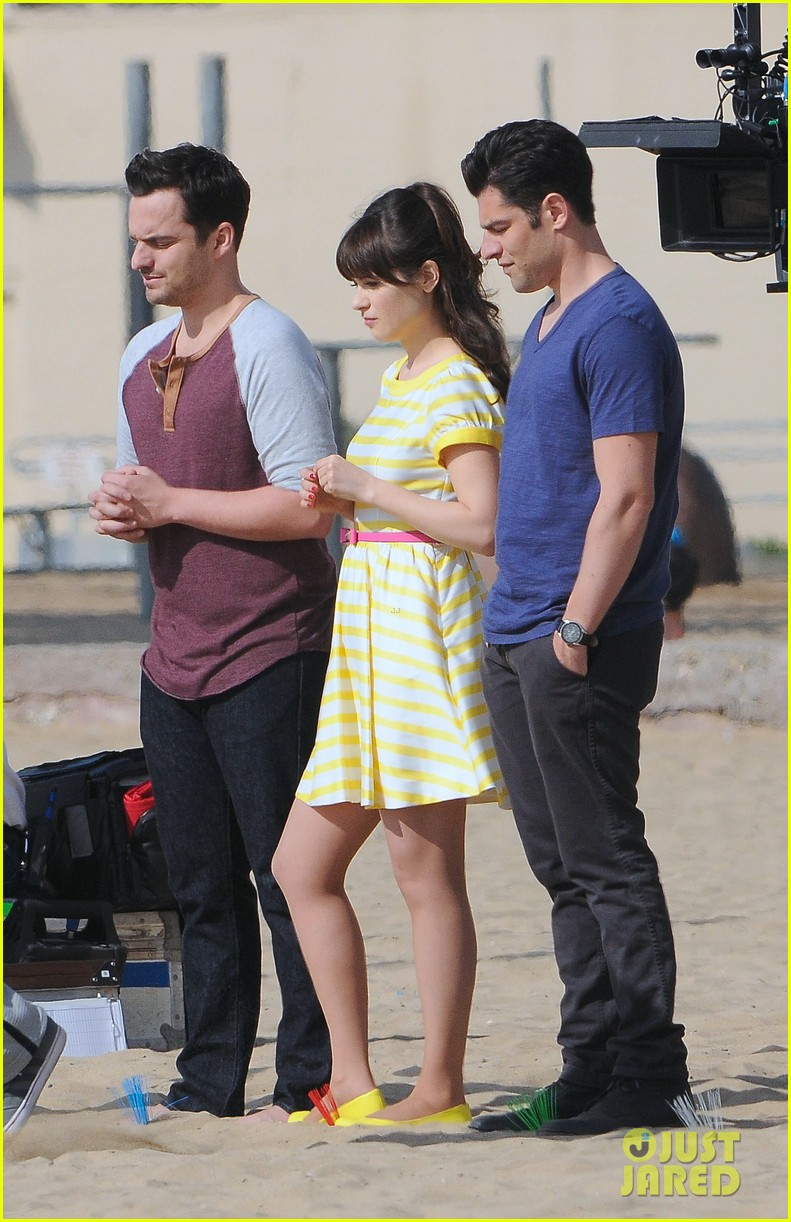 zooey deschanel new girl beach scenes with the cast 093039350