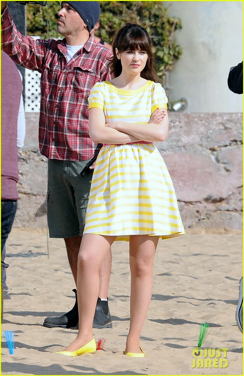 zooey deschanel new girl beach scenes with the cast 133039354