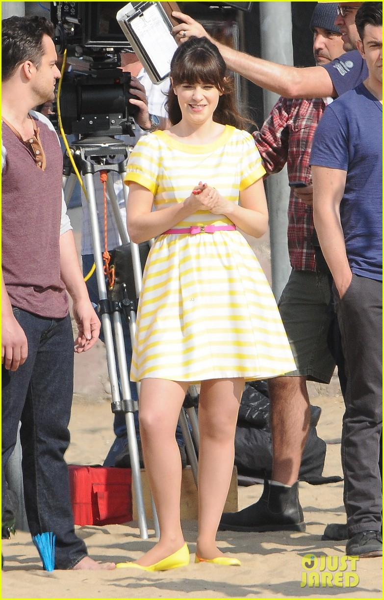 zooey deschanel new girl beach scenes with the cast 16
