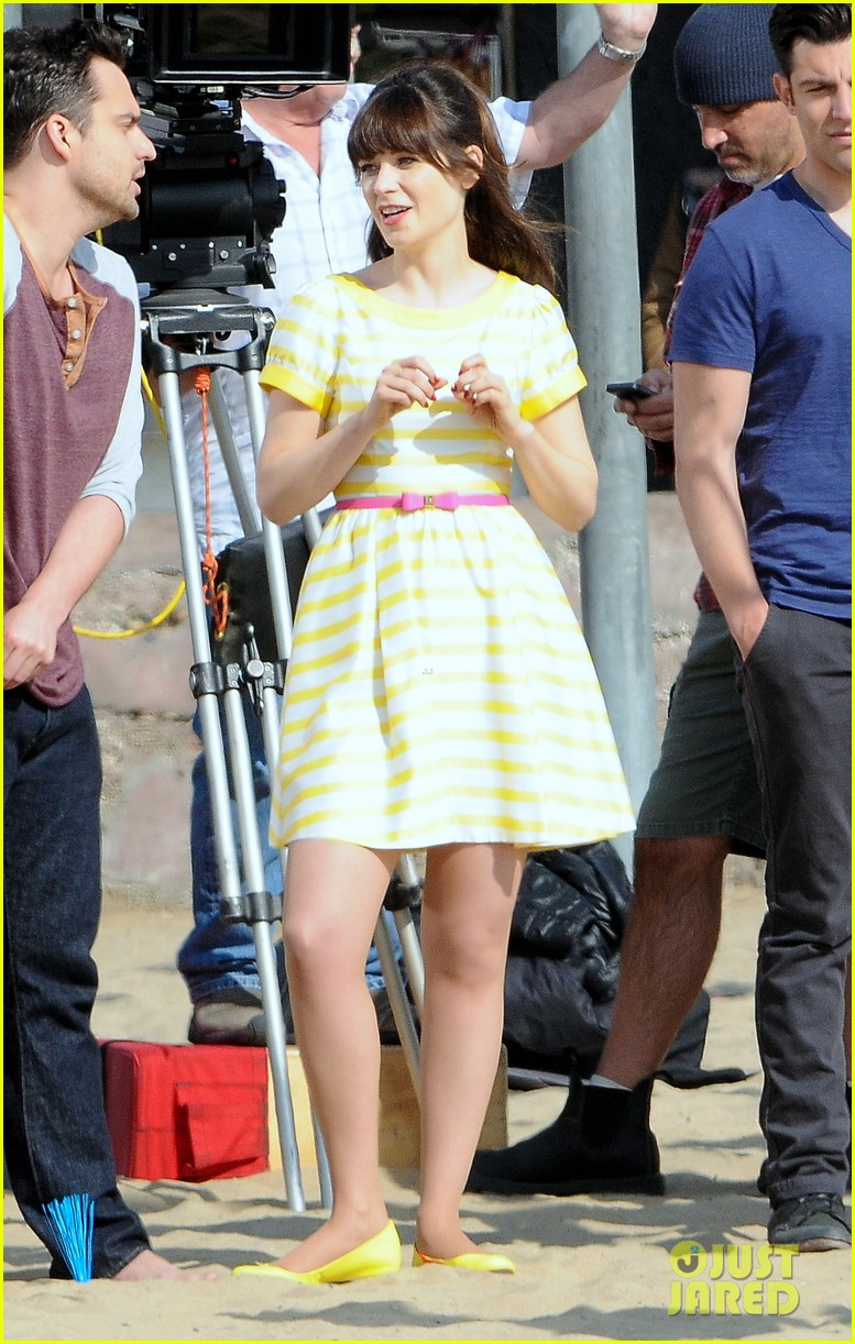 zooey deschanel new girl beach scenes with the cast 183039359