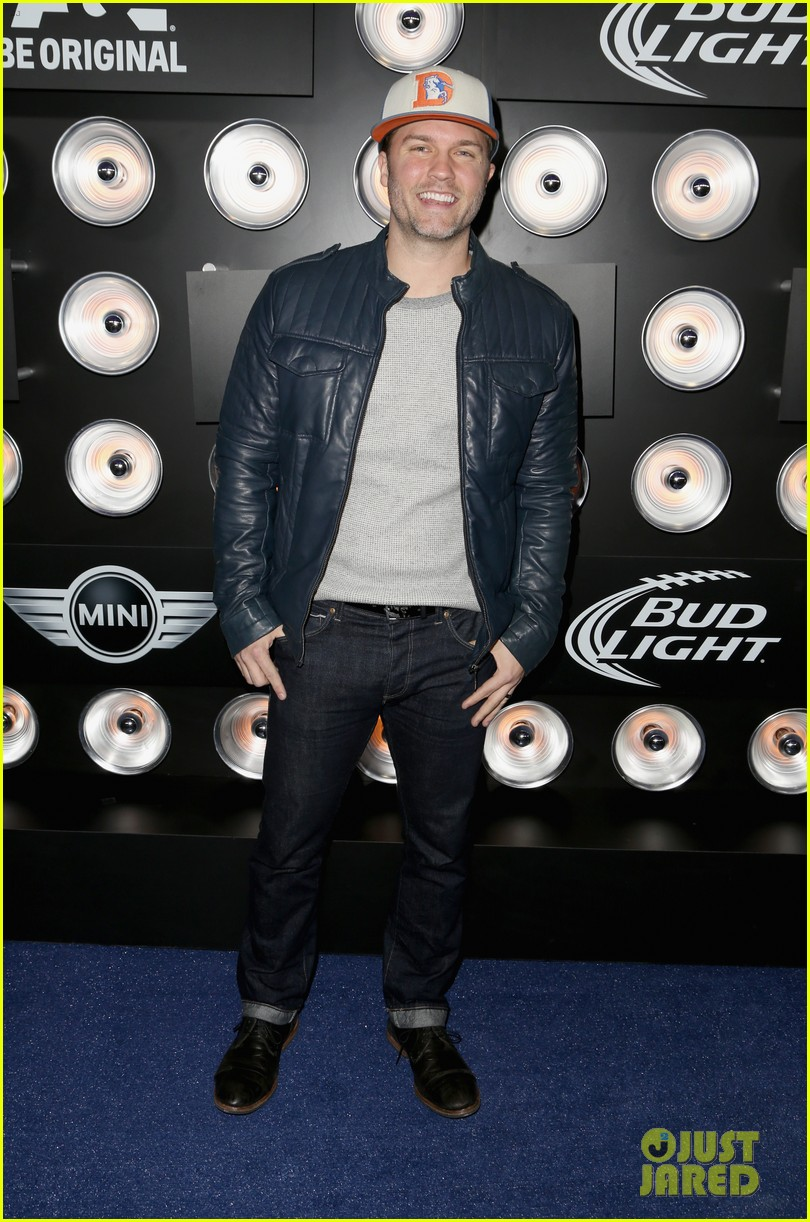 aaron paul zachary levi playboy super bowl party 2014 073045460