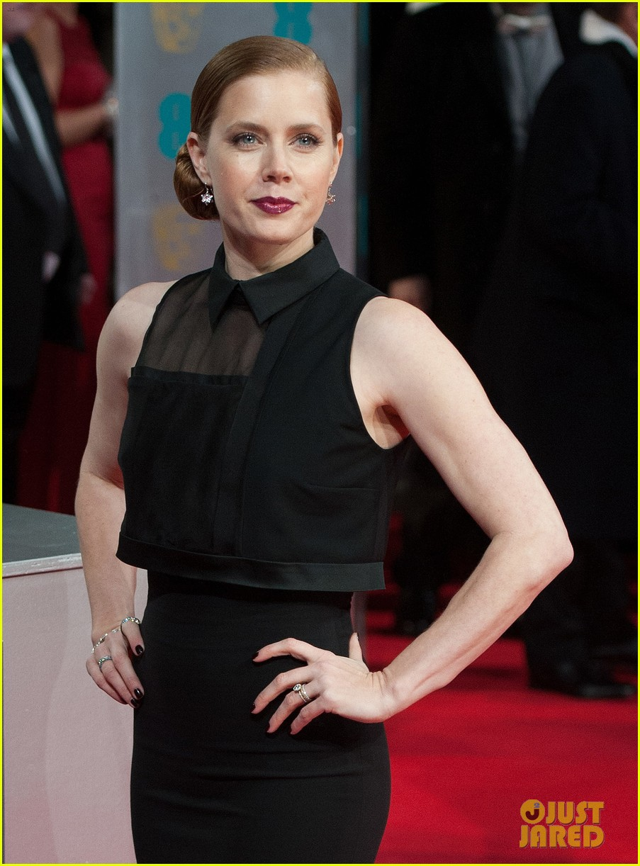 amy adams baftas 2014 red carpet 013054526
