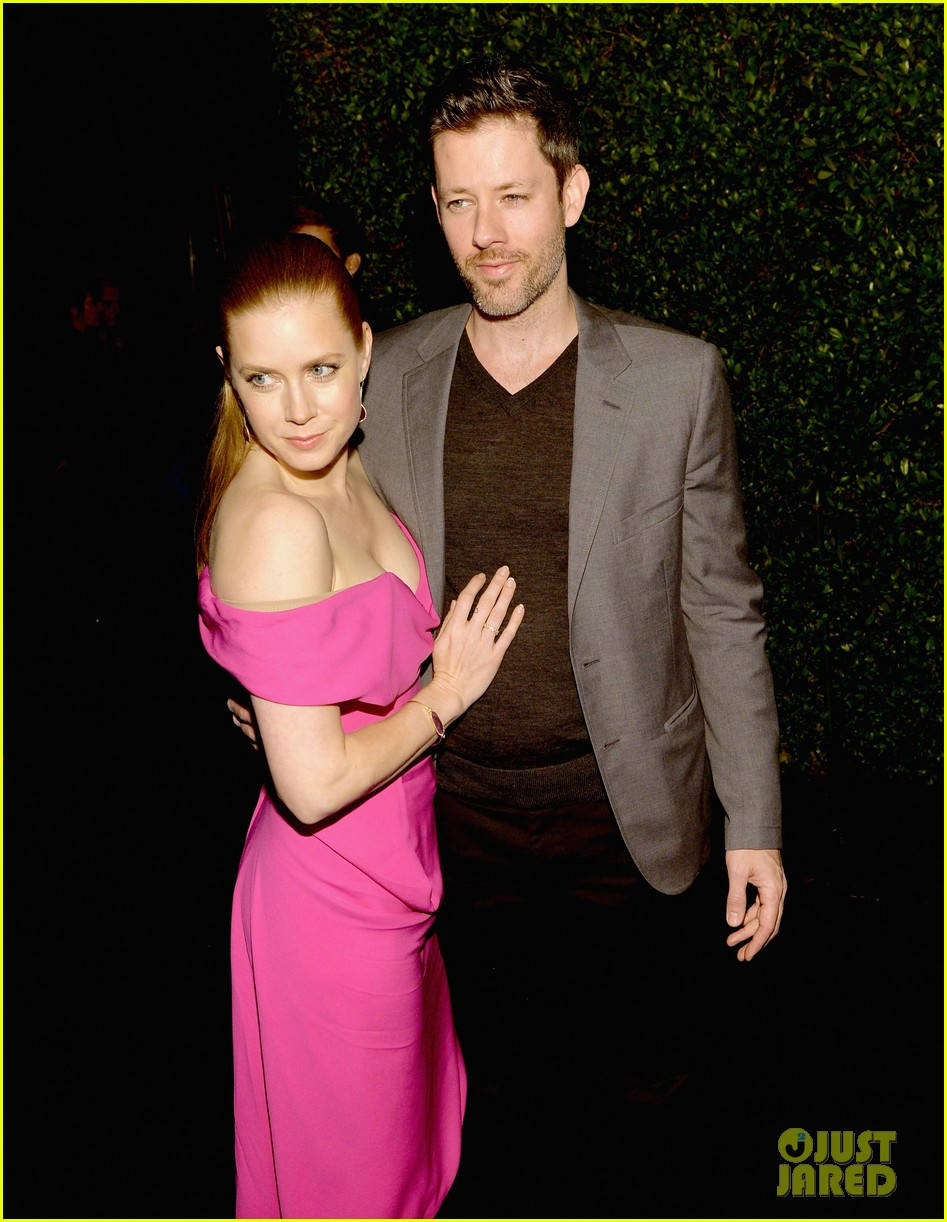 amy adams helps honor american hustle at vanity fair event 083062042