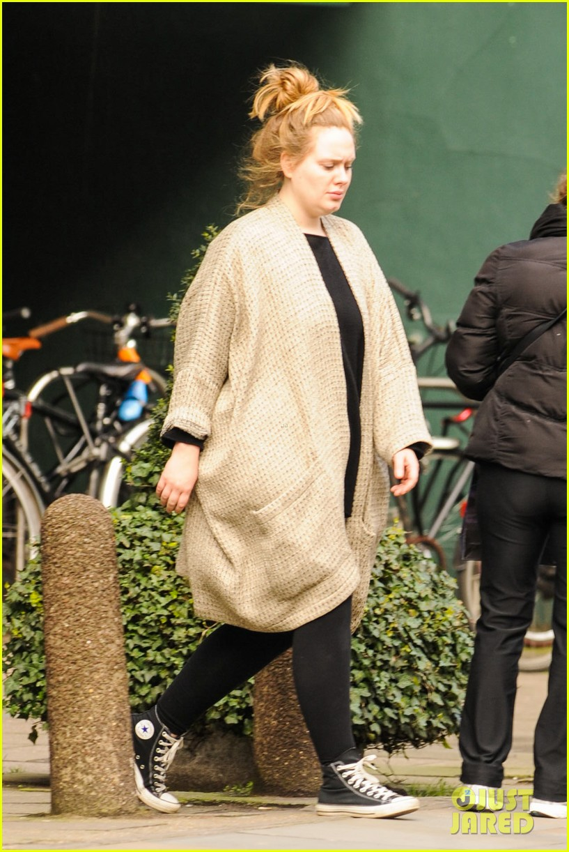adele makes rare public appearance while shopping sans makeup 143057167