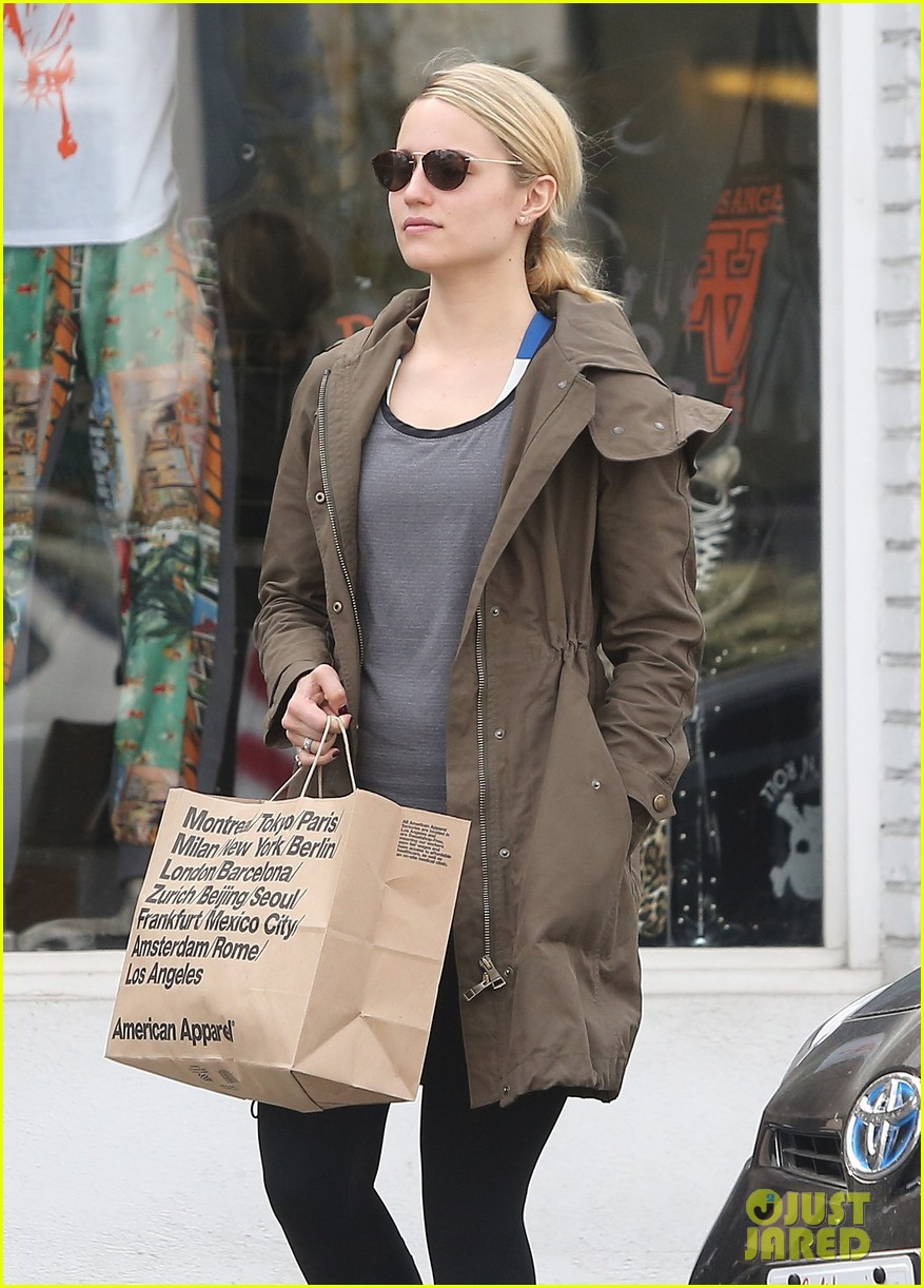 dianna agron gets her shop on at american apparel 023062364