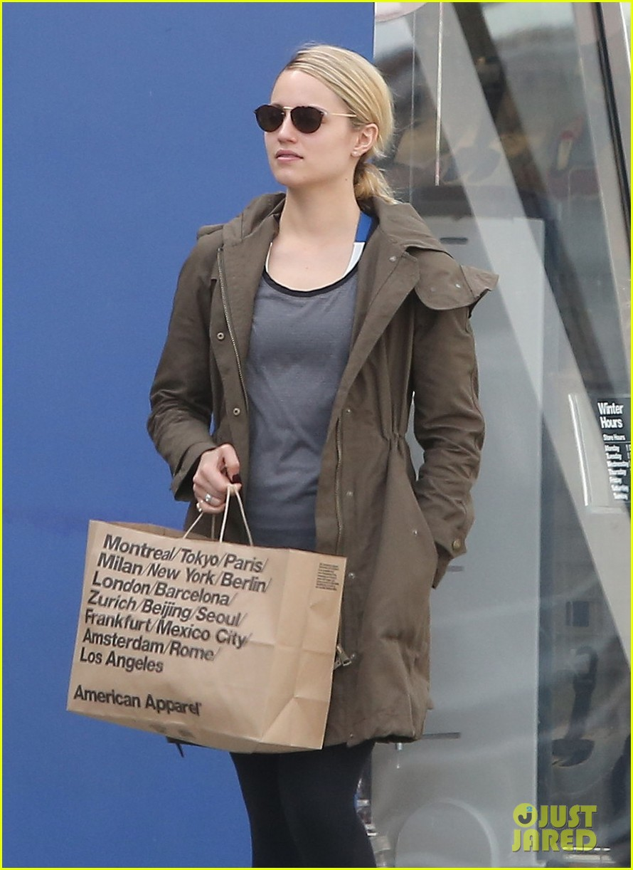 dianna agron gets her shop on at american apparel 043062366