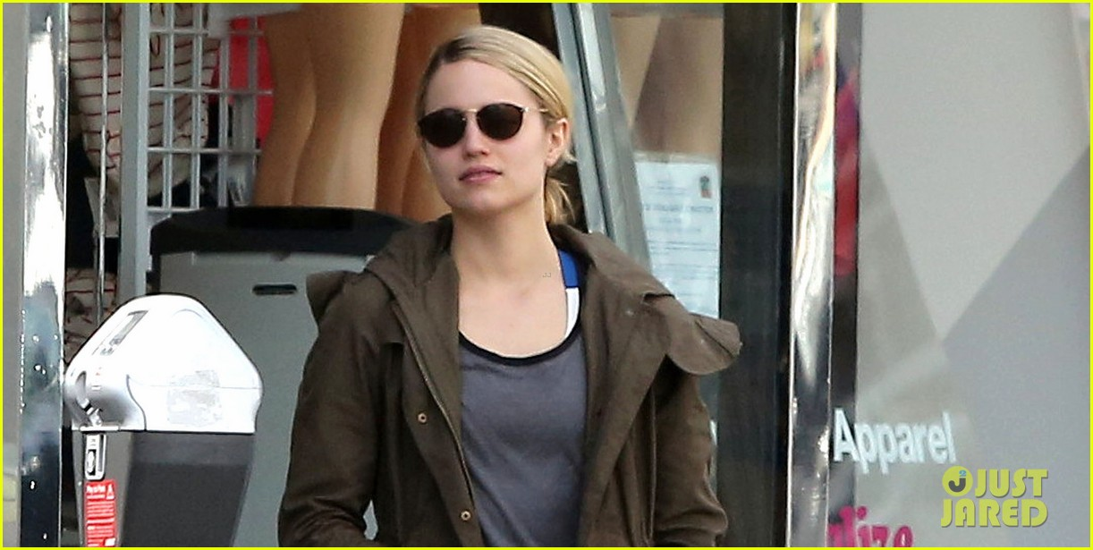 dianna agron gets her shop on at american apparel 063062368