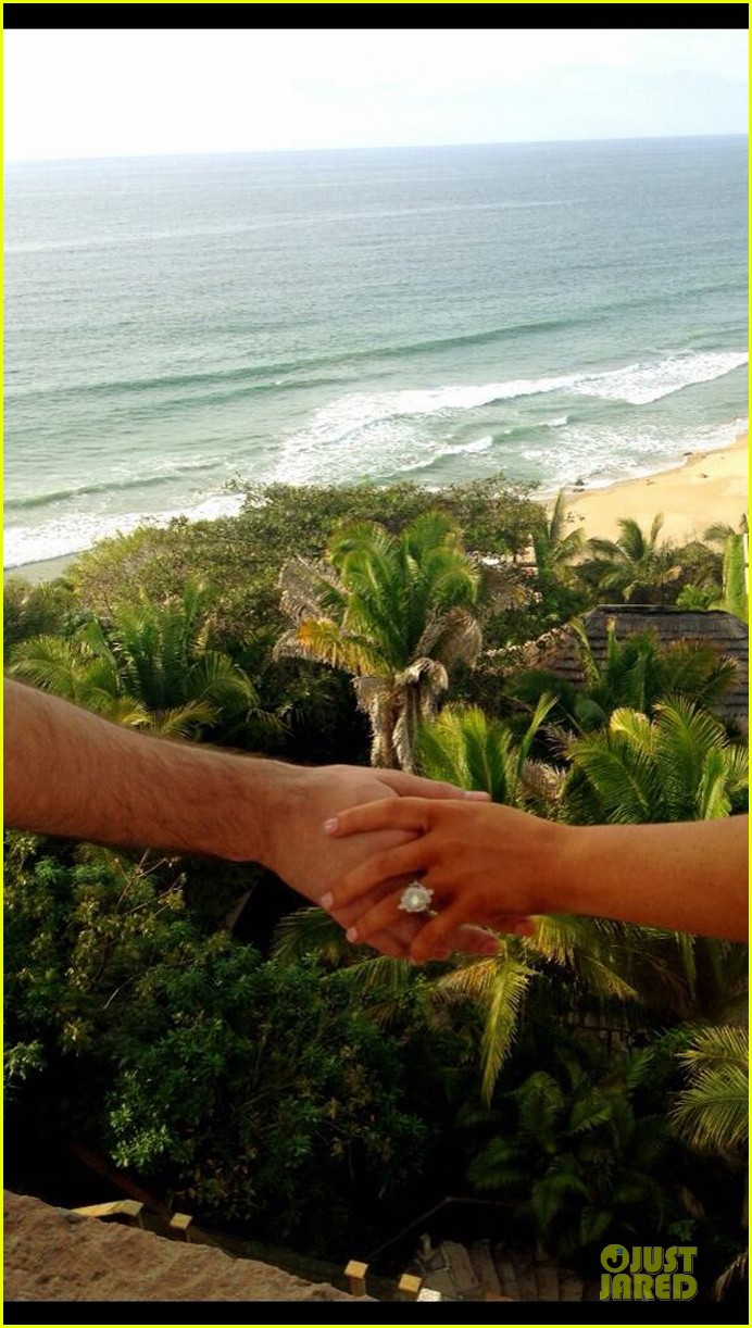 christina aguilera engaged to matthew rutler see engagement ring pic 01