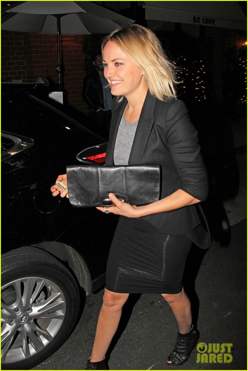 malin akerman shows off sebastians cool new carseat 093052861