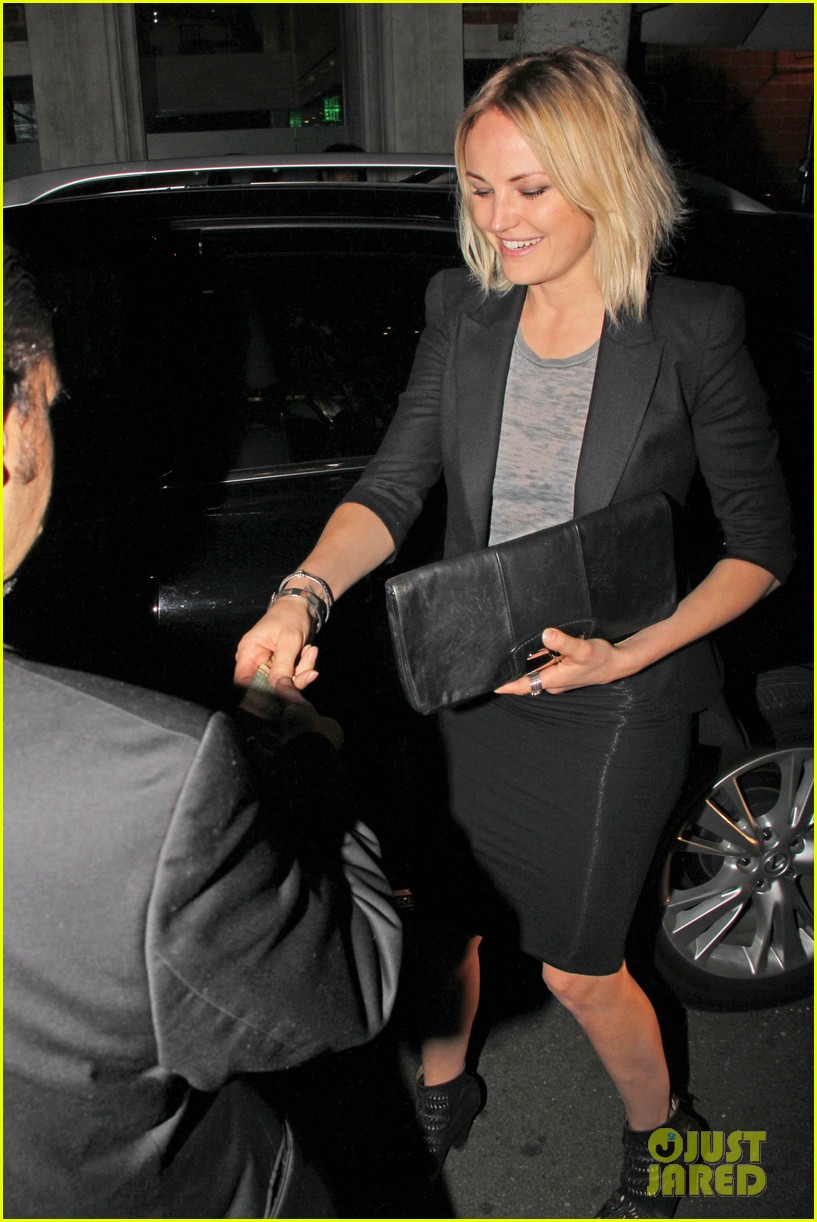 malin akerman shows off sebastians cool new carseat 10