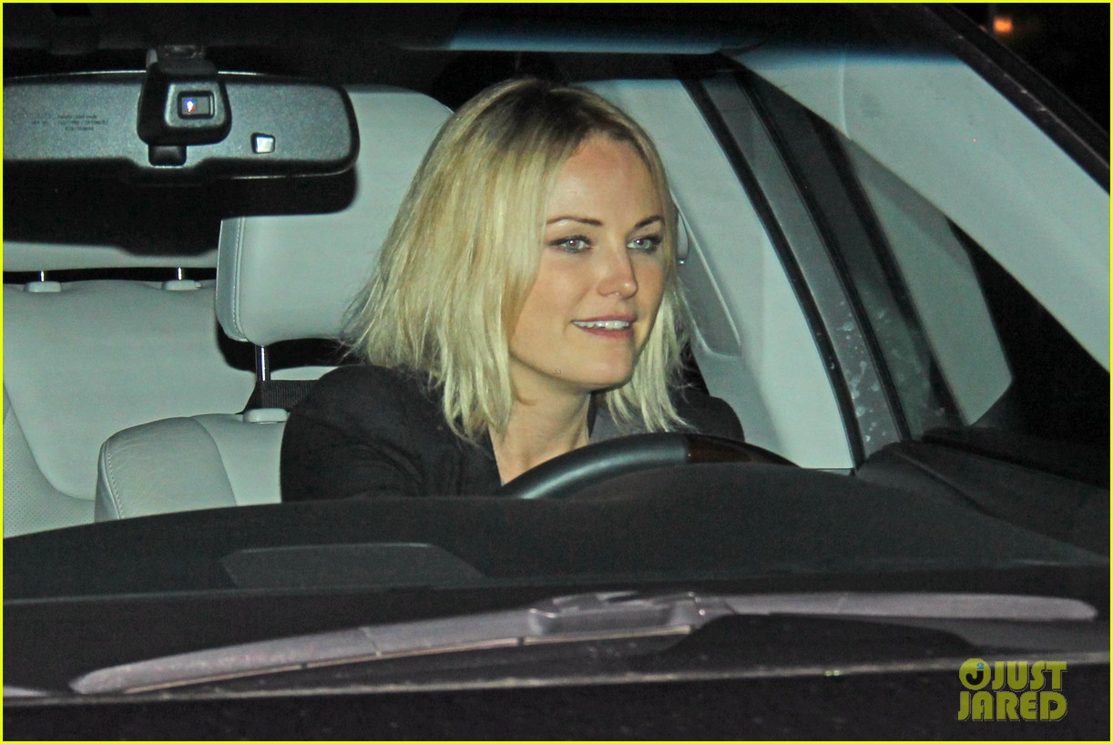 malin akerman shows off sebastians cool new carseat 123052864