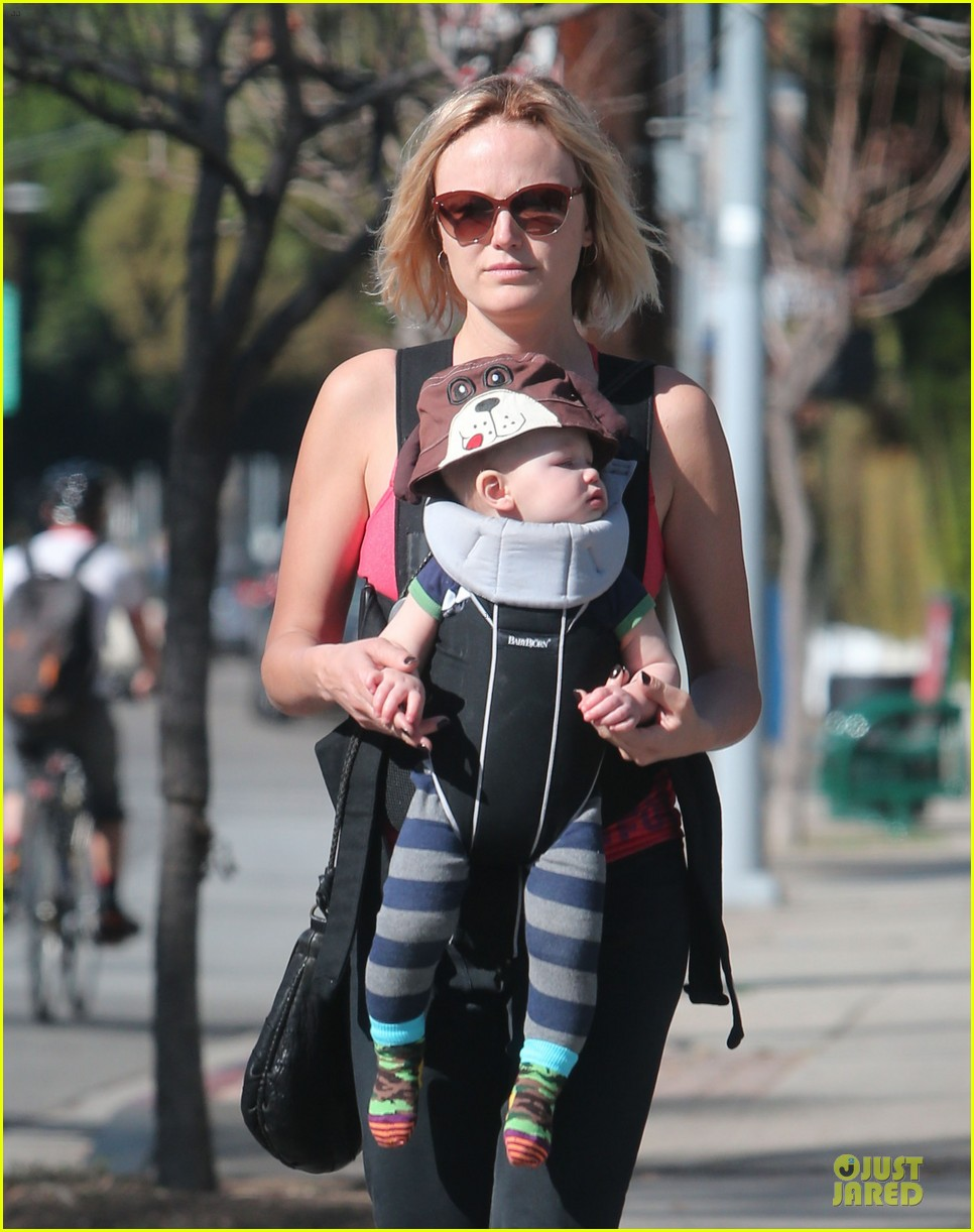 malin akerman sports shorter hair during stroll with sebastian 023058576