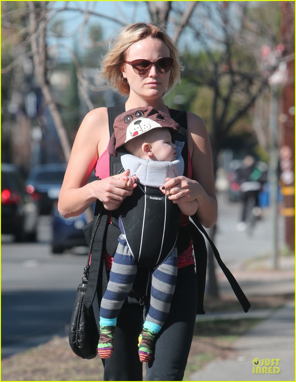 malin akerman sports shorter hair during stroll with sebastian 043058578