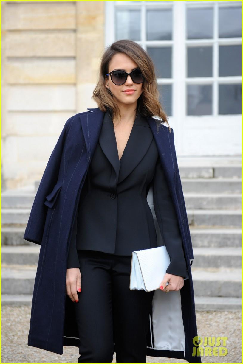 jessica alba emma roberts christian dior fashion show 023062338