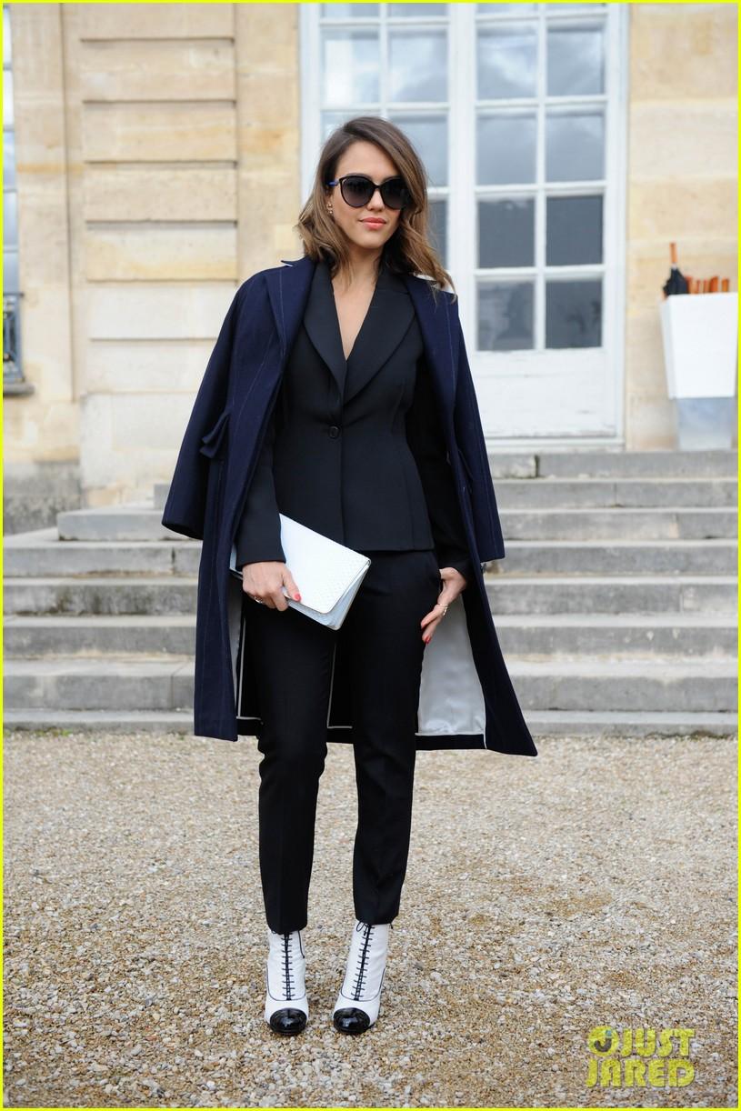 jessica alba emma roberts christian dior fashion show 053062341