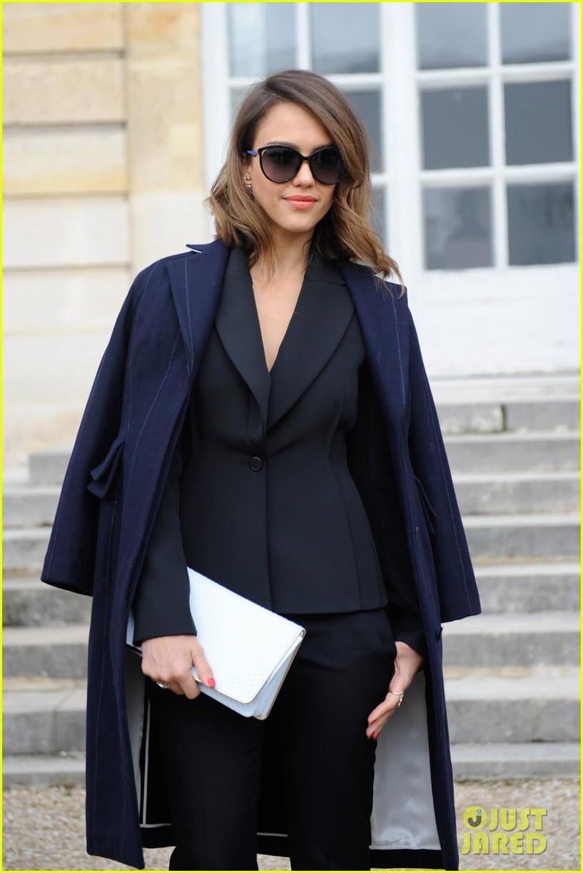 jessica alba emma roberts christian dior fashion show 153062351