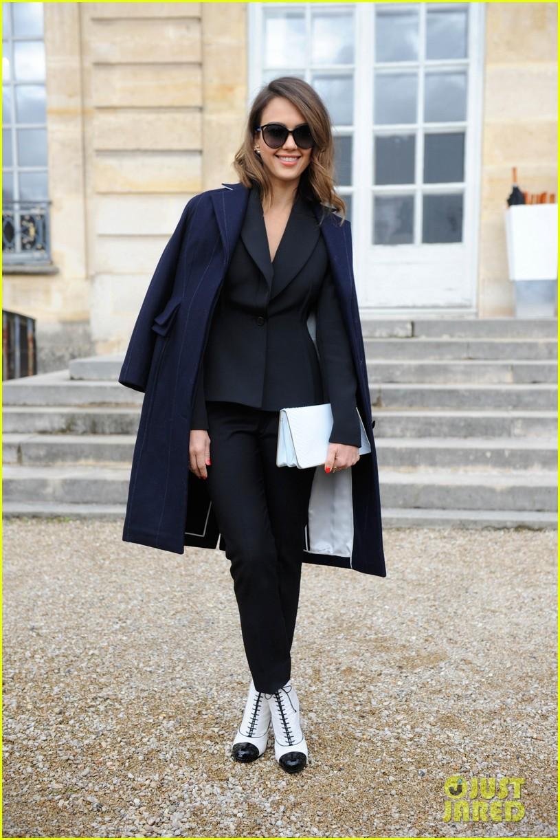 jessica alba emma roberts christian dior fashion show 163062352