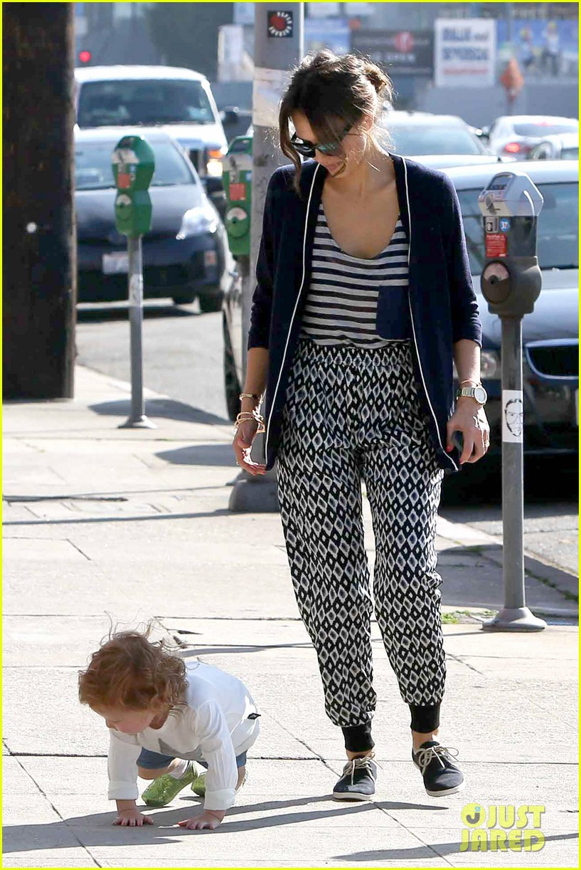 jessica alba comes to the rescue after haven takes a tumble 053054996