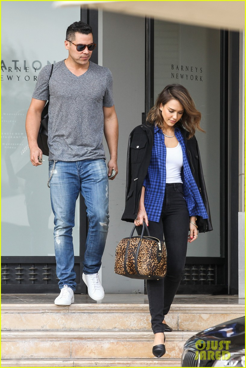 jessica alba comes to the rescue after haven takes a tumble 063054997