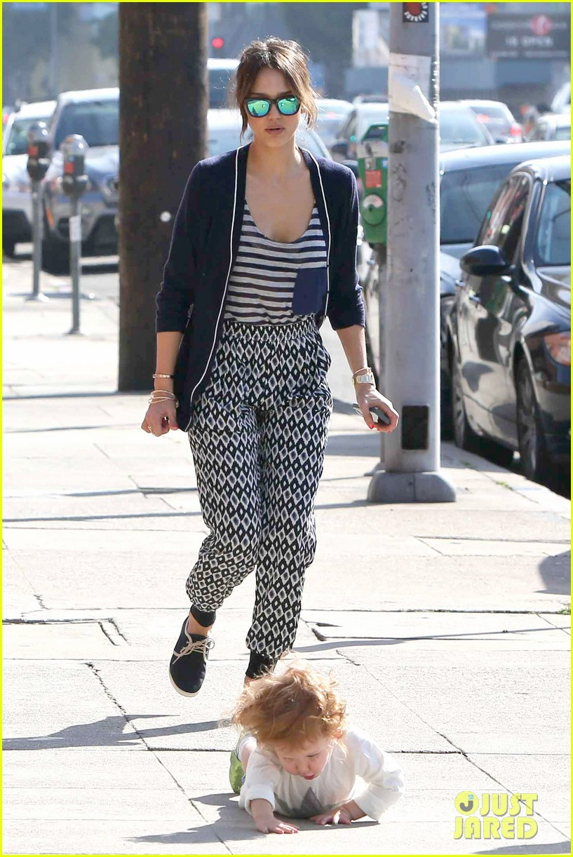 jessica alba comes to the rescue after haven takes a tumble 123055003