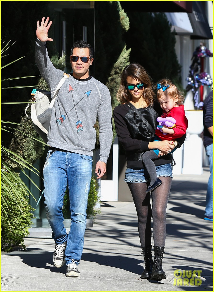 jessica alba reteaming with kevin connolly for wright girls 013046090