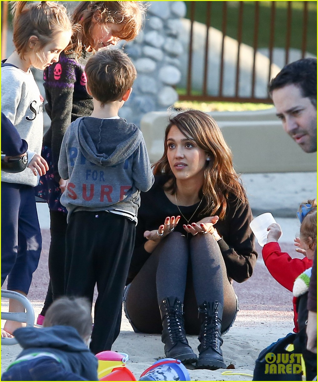 jessica alba reteaming with kevin connolly for wright girls 133046102