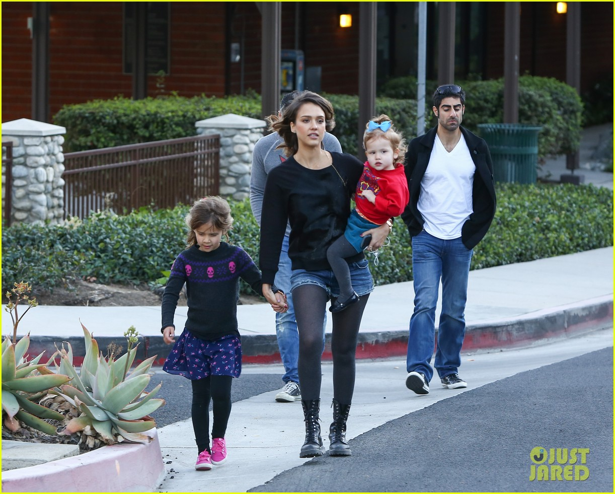 jessica alba reteaming with kevin connolly for wright girls 213046110