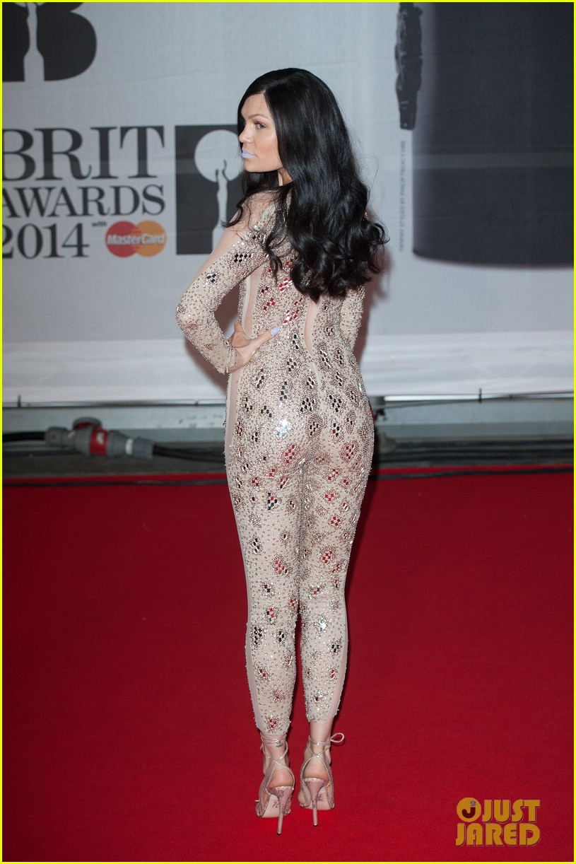 lily allen jessie j brit awards 2014 red carpet 023056294