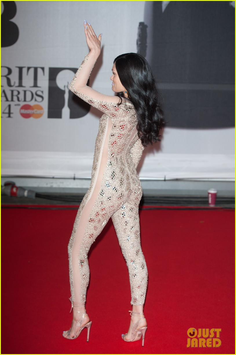 lily allen jessie j brit awards 2014 red carpet 033056295
