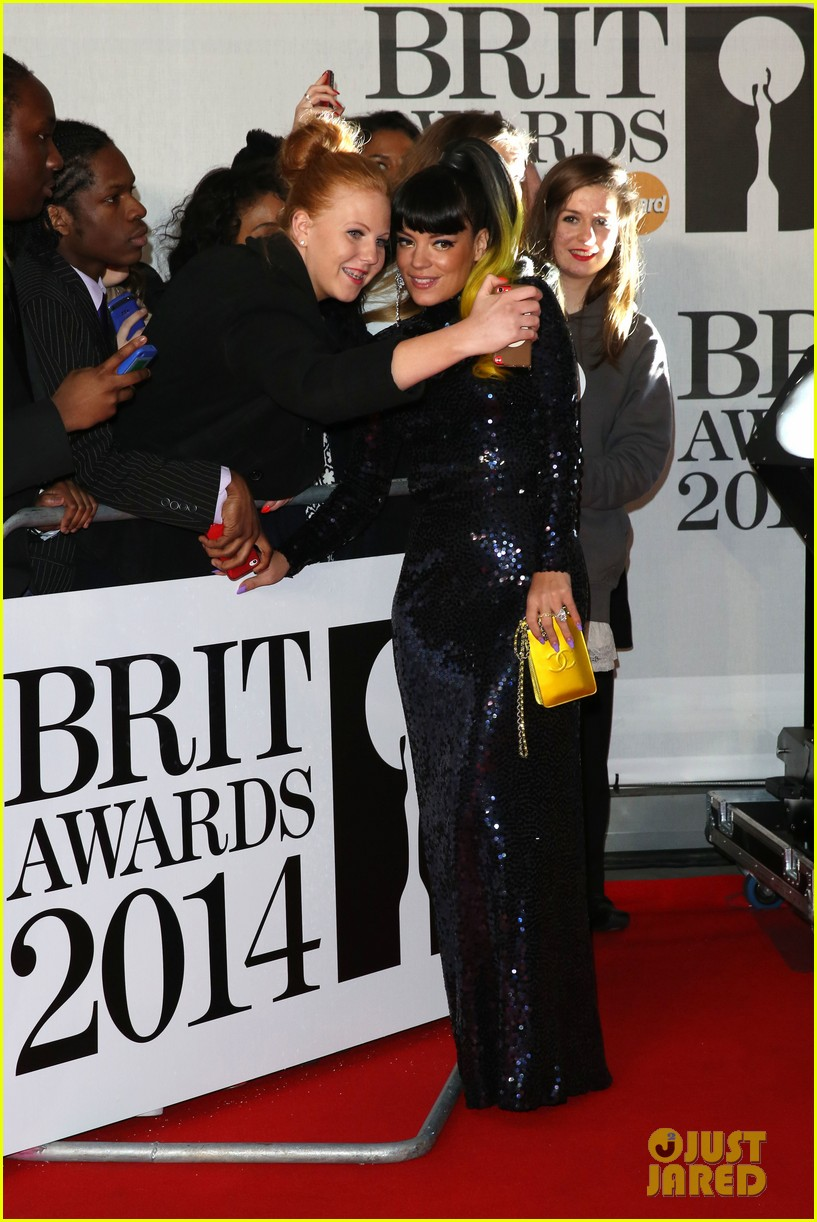 lily allen jessie j brit awards 2014 red carpet 043056296