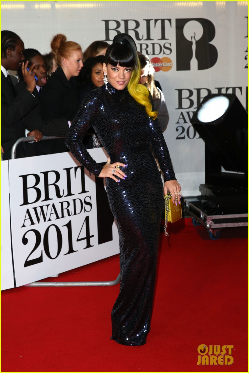 lily allen jessie j brit awards 2014 red carpet 053056297