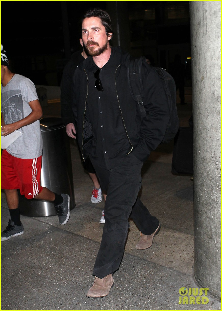 christian bale back from berlin with family in tow 01