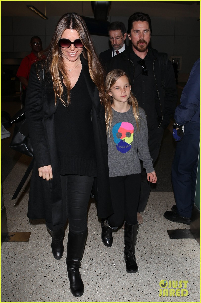 christian bale back from berlin with family in tow 033050436