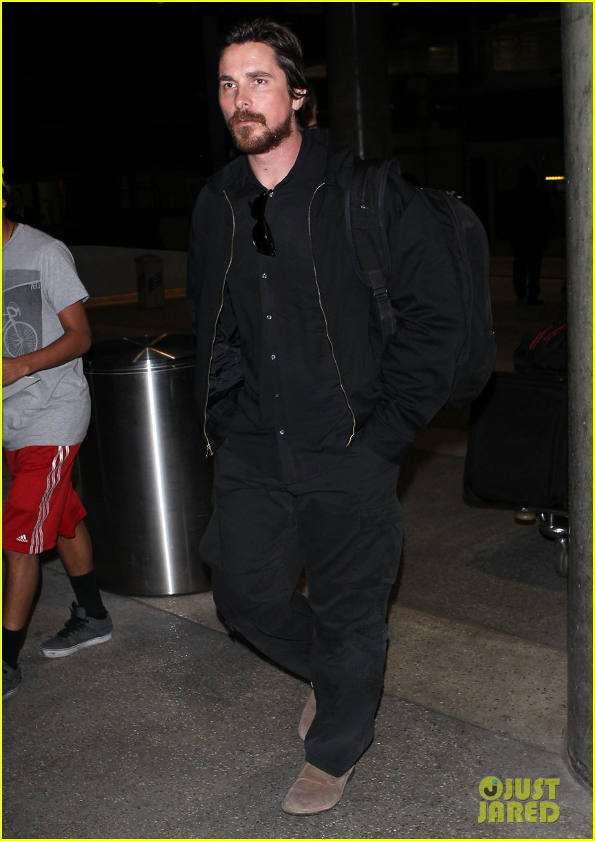 christian bale back from berlin with family in tow 043050437