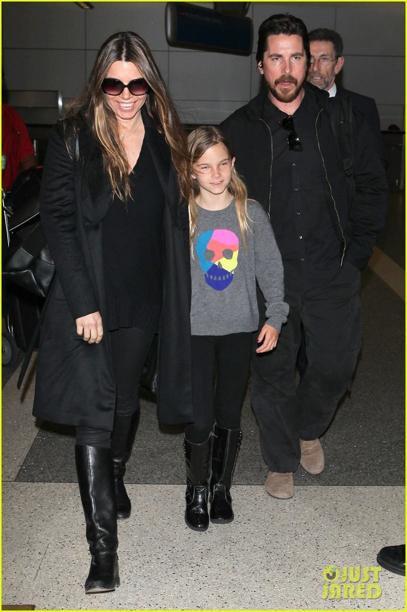 christian bale back from berlin with family in tow 053050438