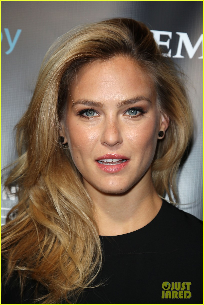 bar refaeli brooklyn decker leather laces super bowl 2014 043045467