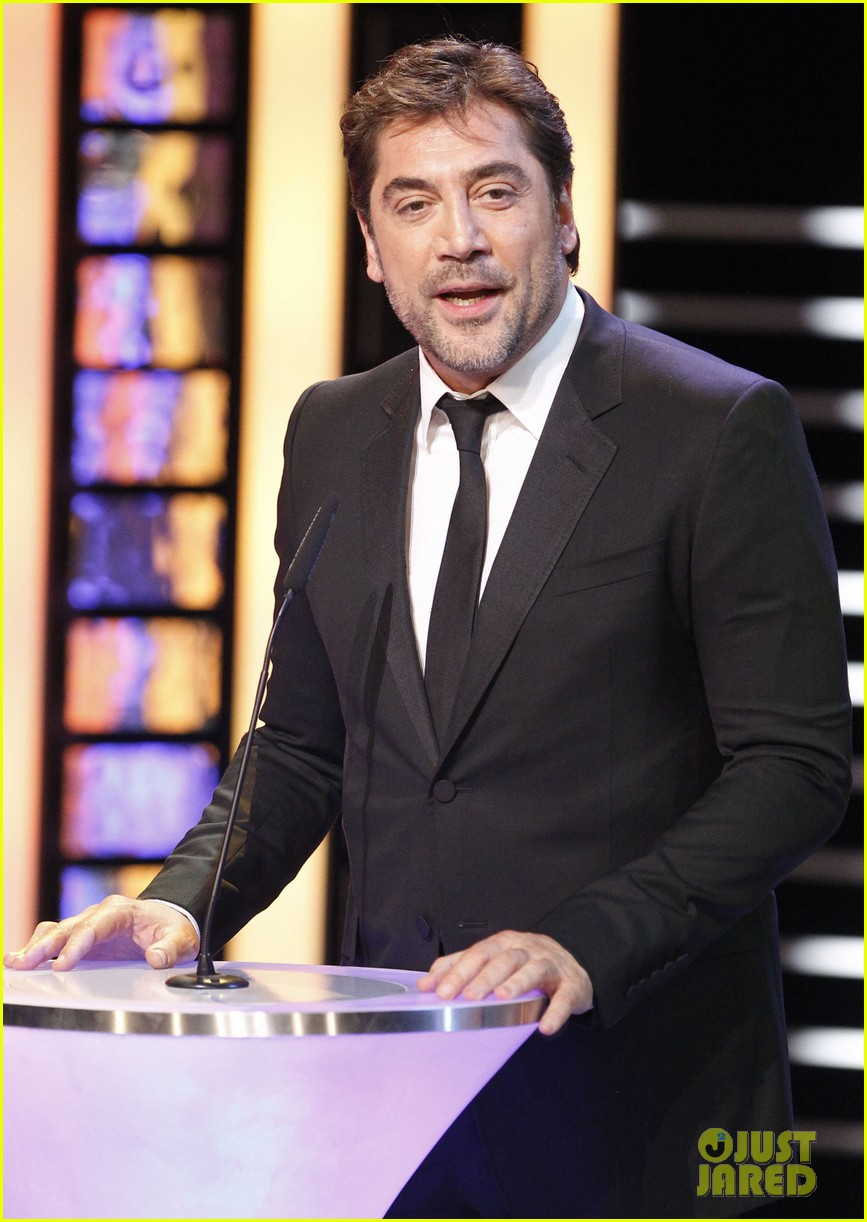 javier bardem brings mom pilar to goya awards 2014 03