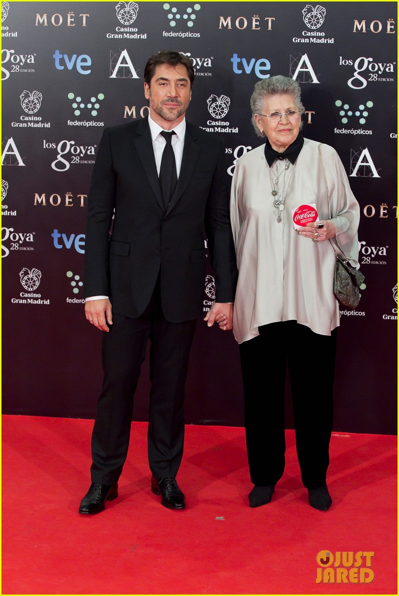 javier bardem brings mom pilar to goya awards 2014 043050488