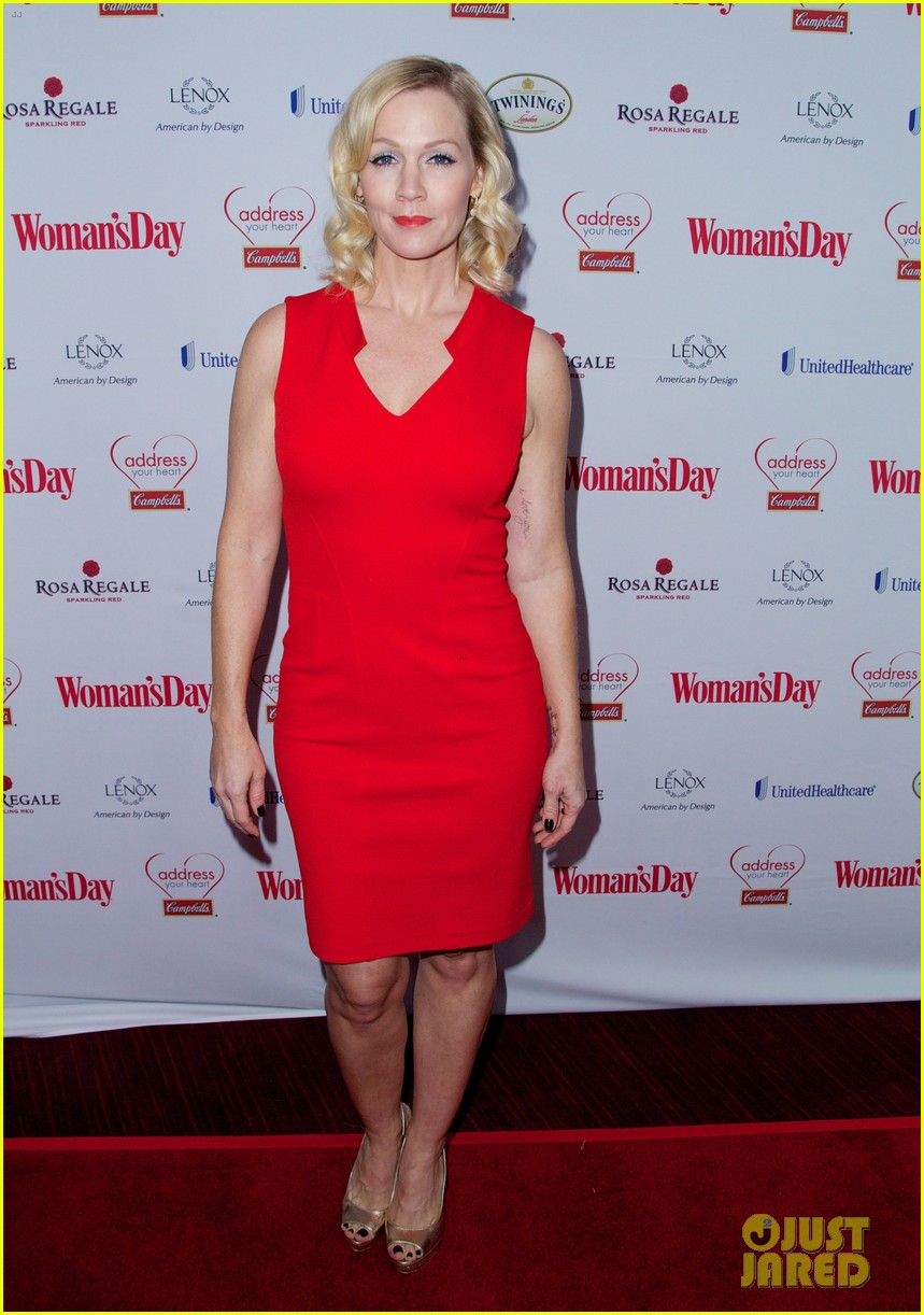 sara bareilles puts on her little red dress for womans day 103051764