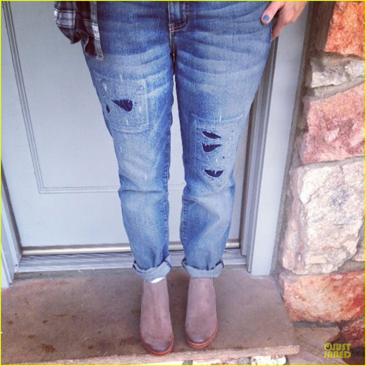 drew barrymore donates jeans to support teens for jeans 053051008