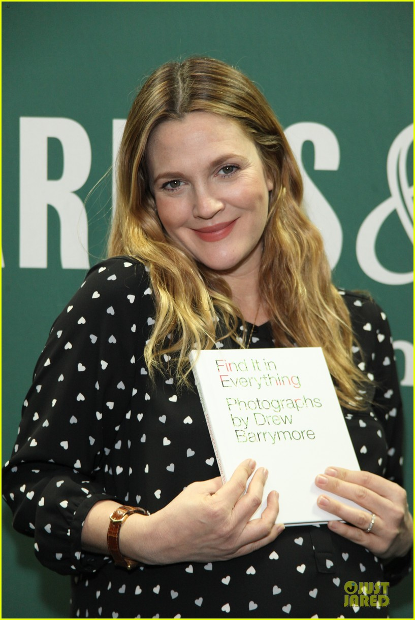 drew barrymore donates jeans to support teens for jeans 09